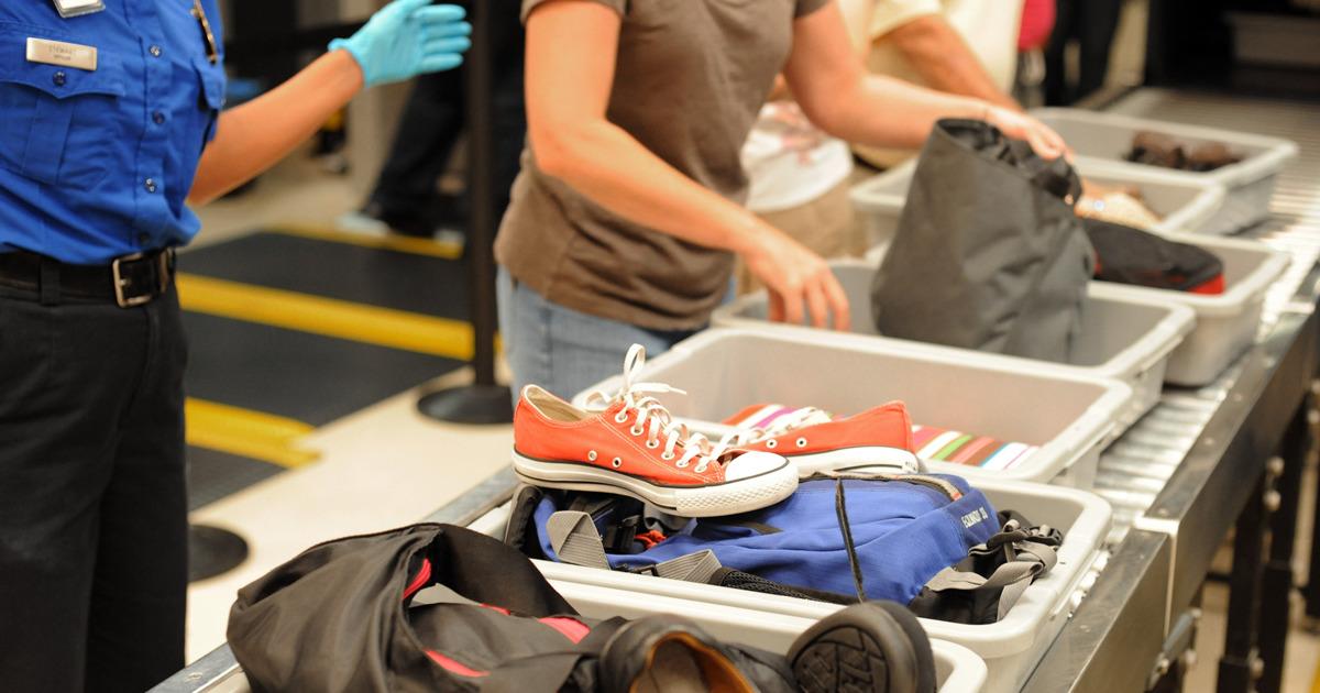 Контейнеры для одежды в аэропорту: какими болезнями от них можно заразиться