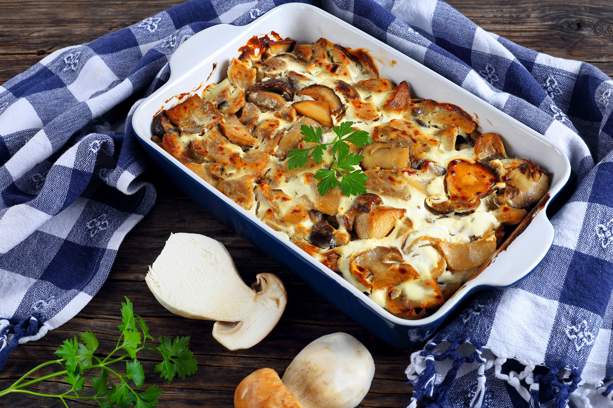 Белые грибы с картофелем в сметанном соусе