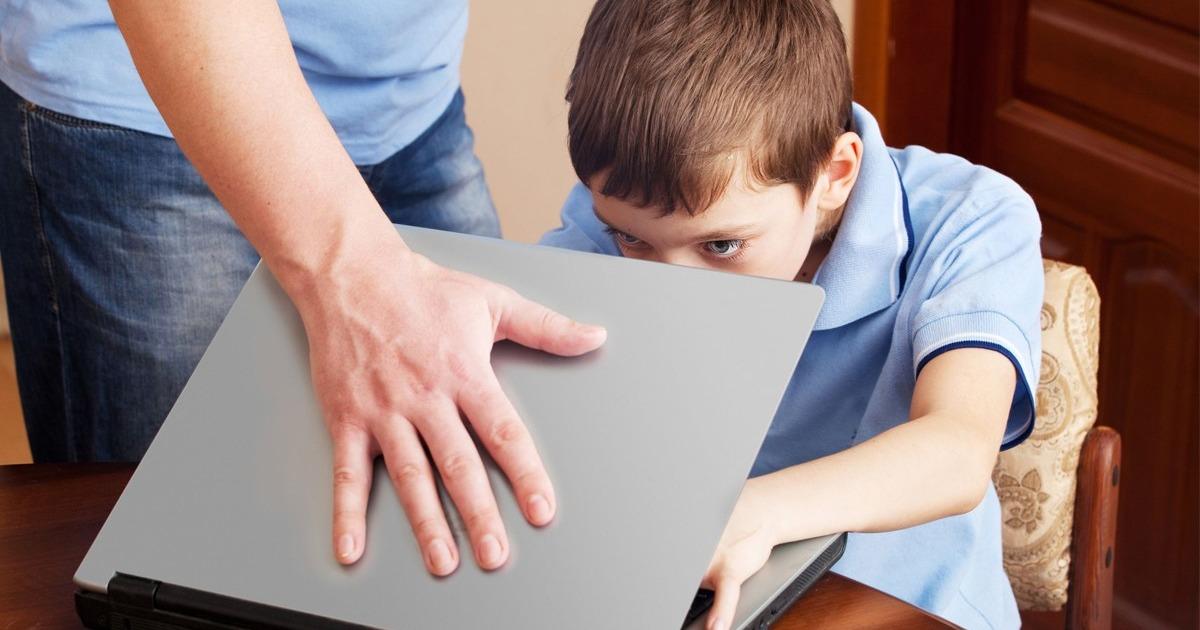 Фото Родители смогут следить за детьми в соцсетях : этично ли это?