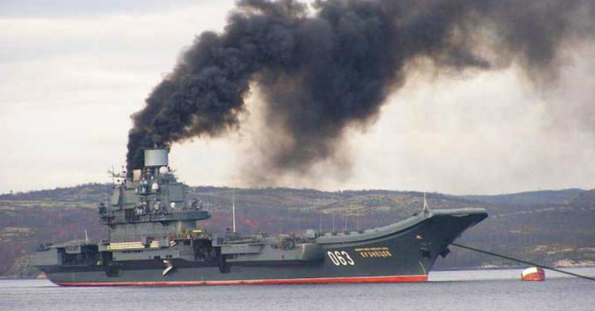 """Фото """"Адмирал Кузнецов"""". Гордость или позор российского флота?"""