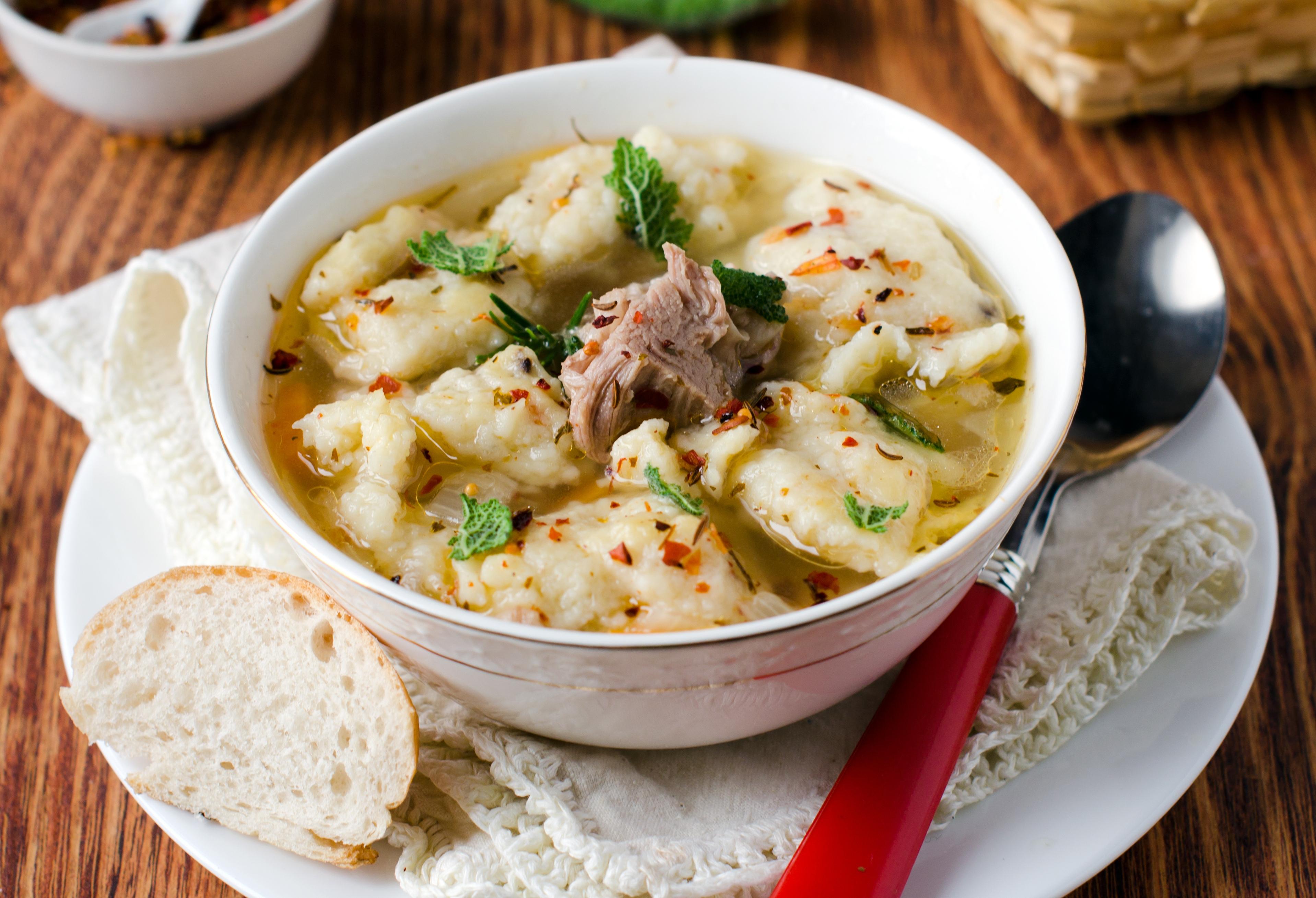 Мясной суп с клёцками