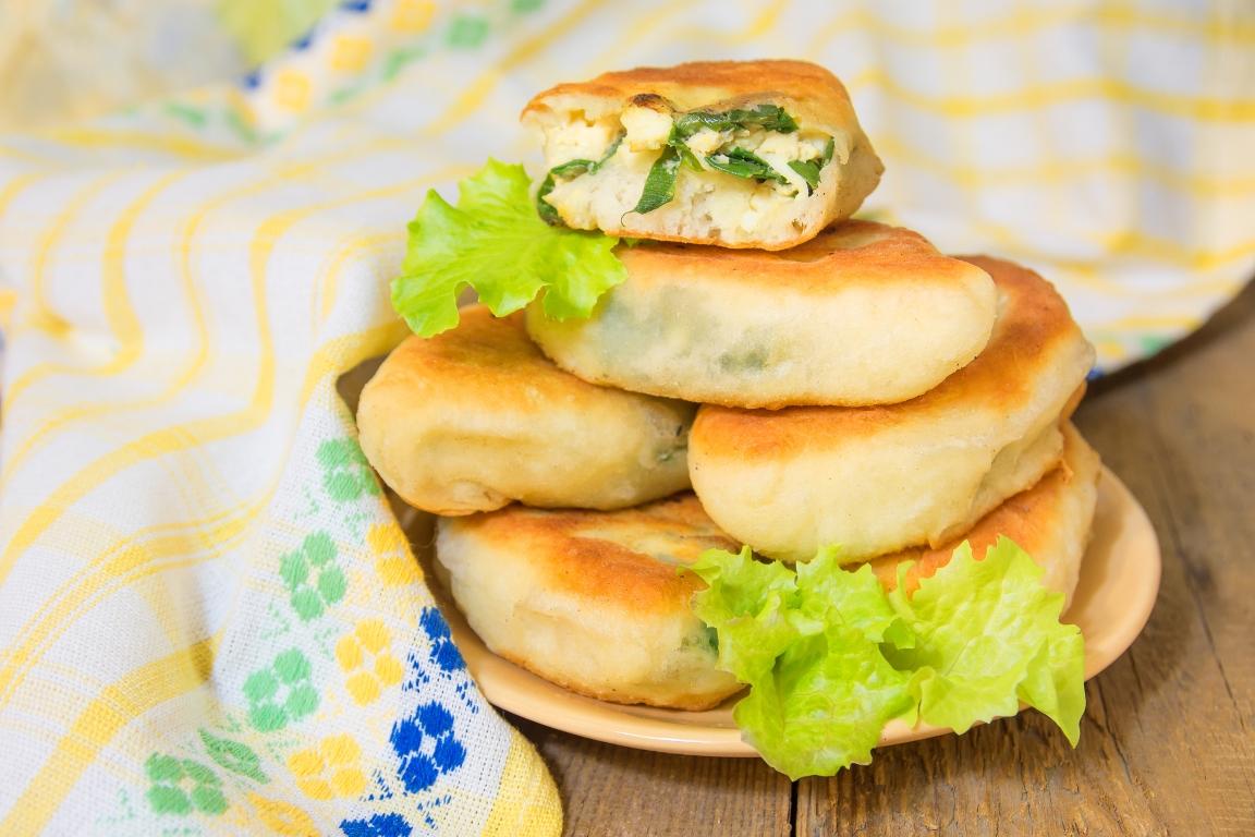 Вкуснейшие жареные пирожки с зеленым луком и яйцом
