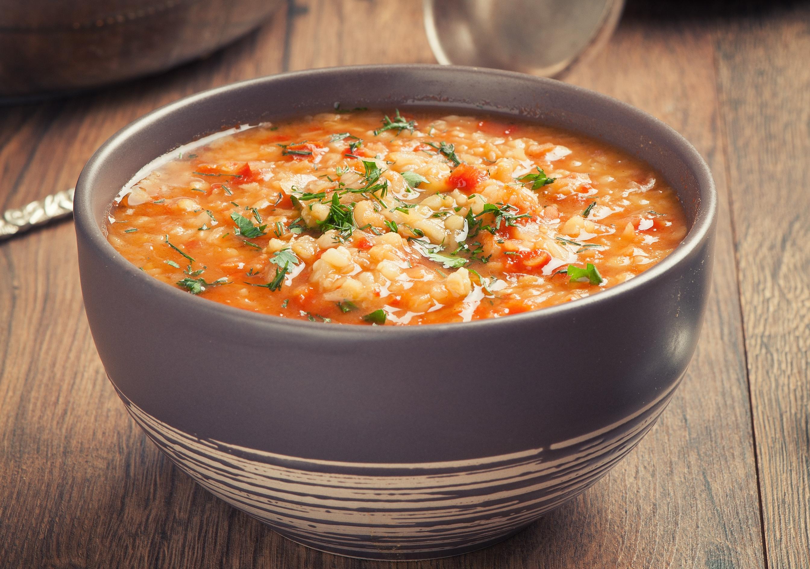 Томатный суп с булгуром и чечевицей