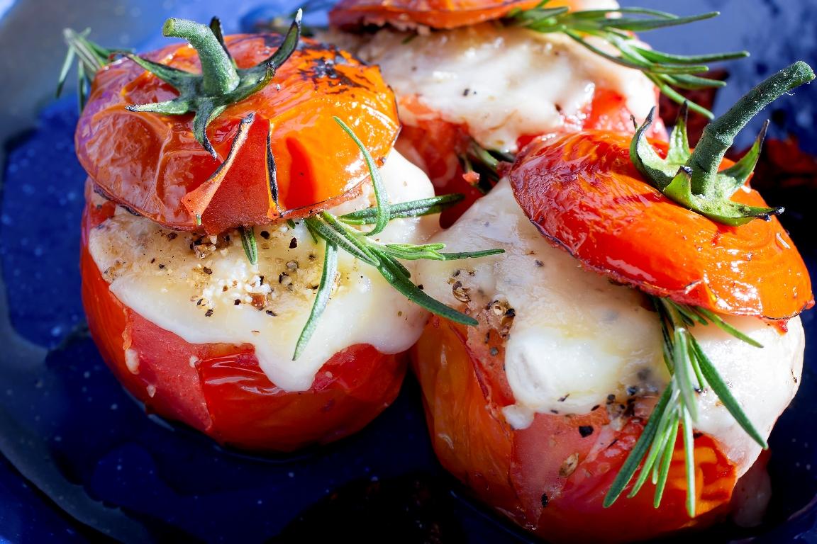Аппетитные фаршированные помидоры