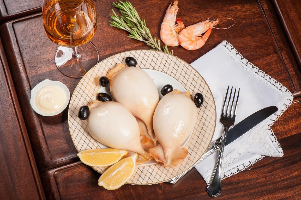 Аппетитные фаршированные кальмары