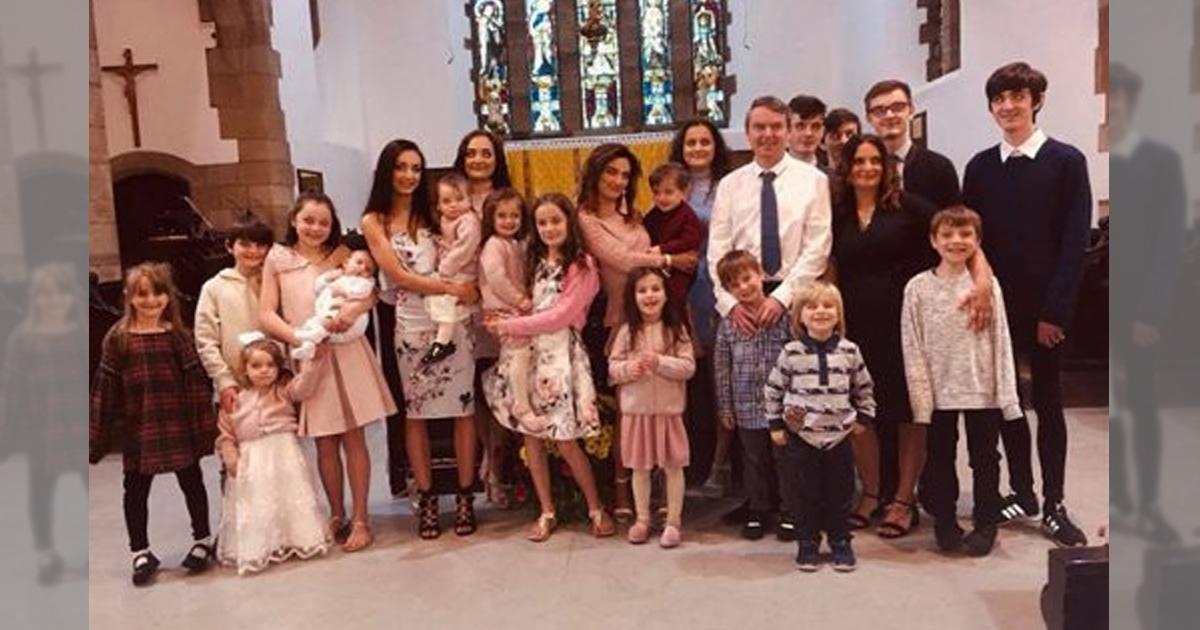 Фото Самая большая семья Британии: мама родила двадцать первого ребенка