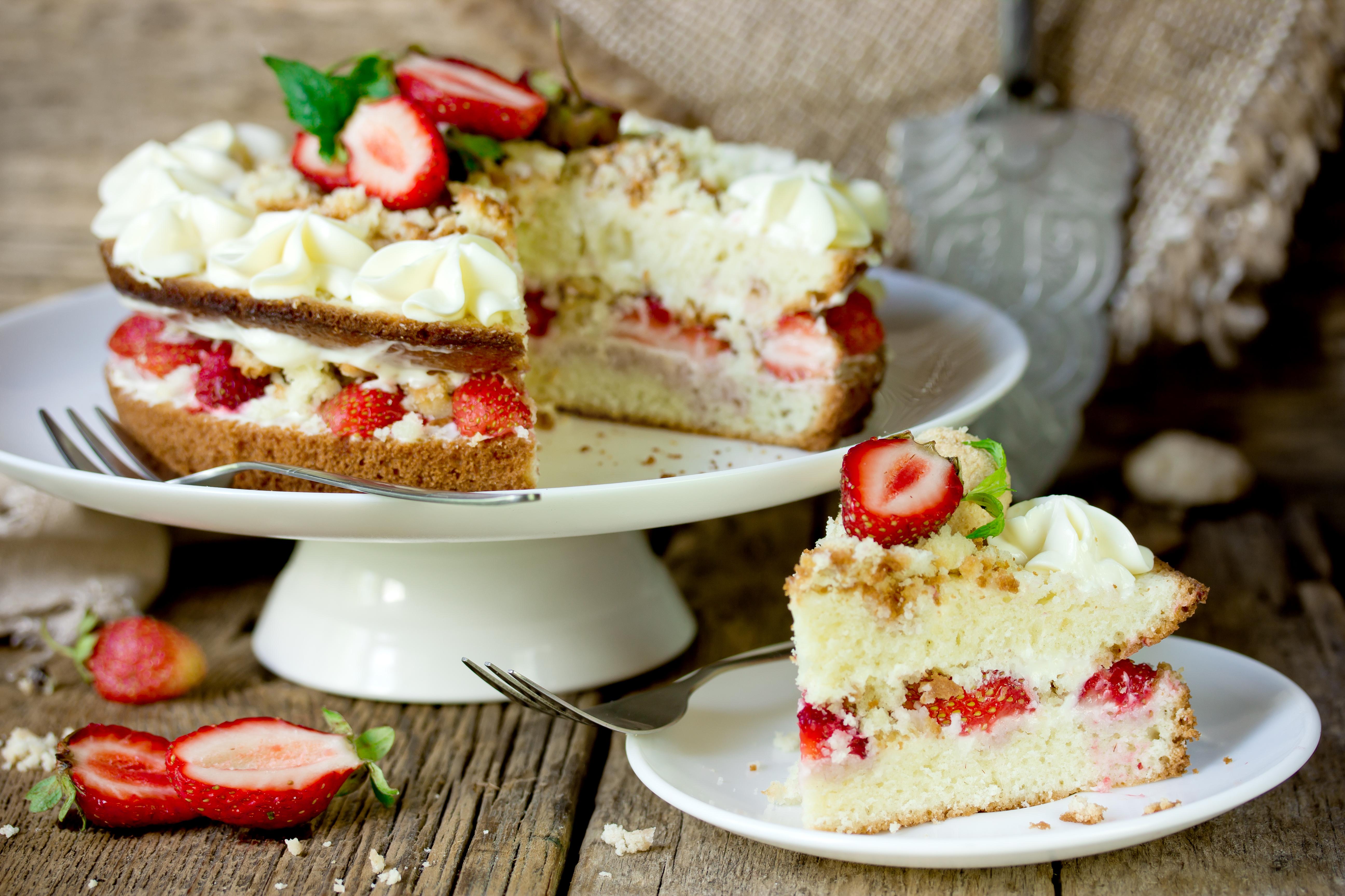 Фото Бисквитный торт «Королева Виктория»