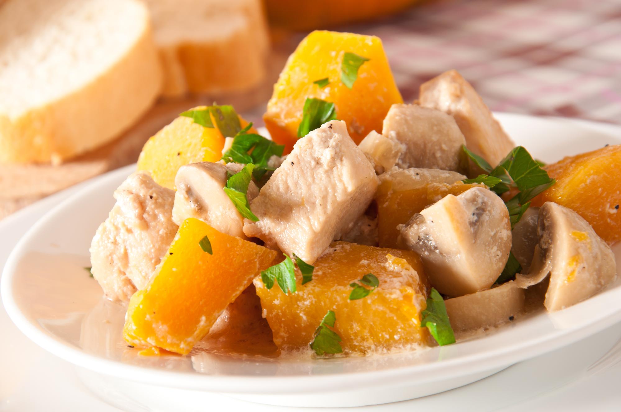 Курица с тыквой и грибами в сливочном соусе