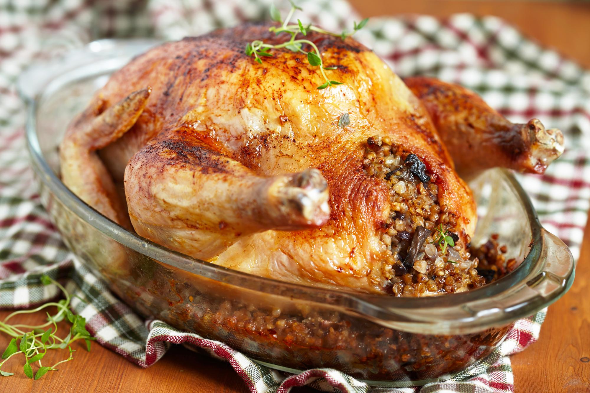 Запеченная курица фаршированная гречкой