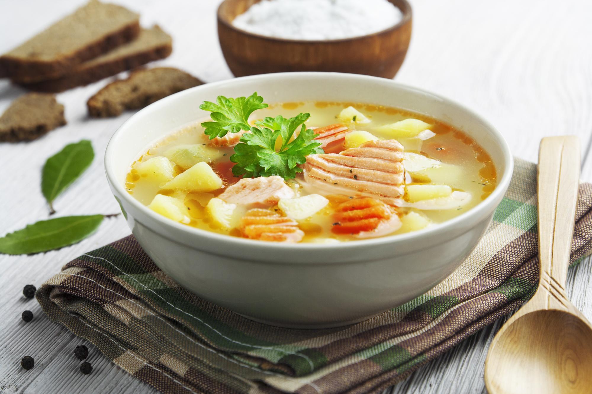 Сытный суп с красной рыбой
