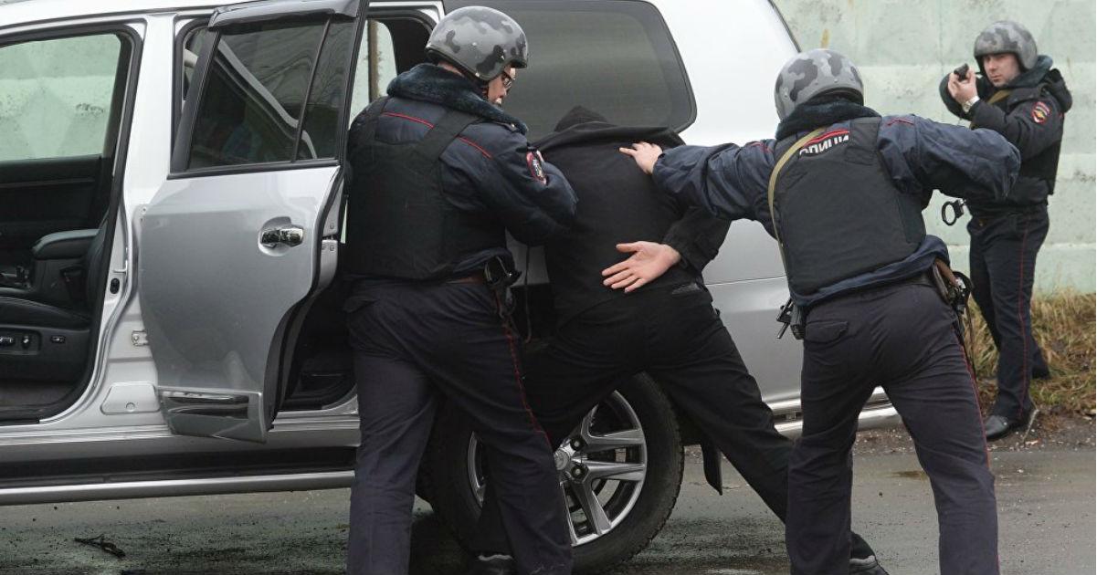 Вскрывать машины и врываться в дома. Какие права МВД хочет дать полиции