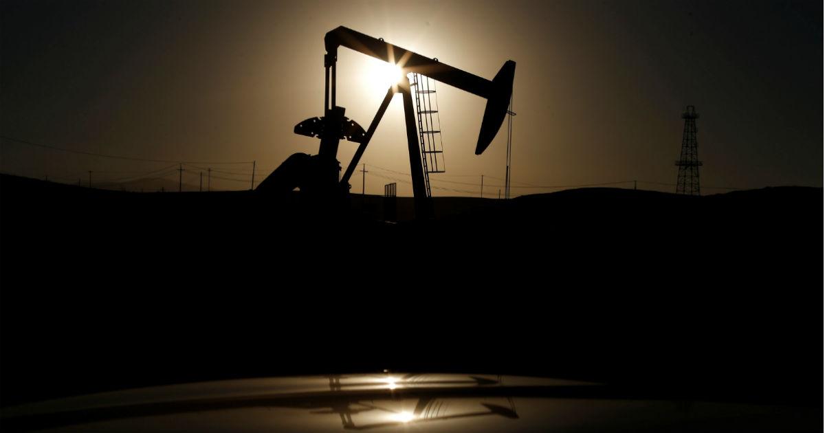 Фото Нефть упала на 40%. Что будет с российской экономикой?