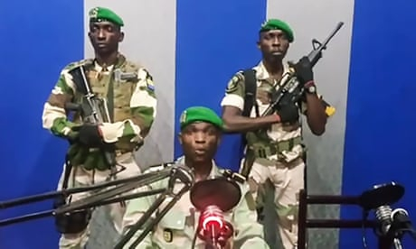 Photo of Gabon: soldiers announce a coup attempt on state television - video