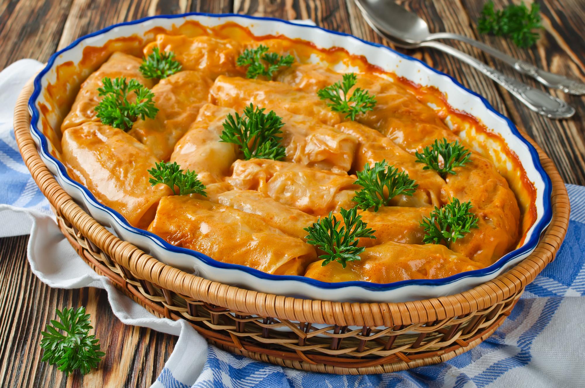 Голубцы в томатно-сметанном соусе в духовке