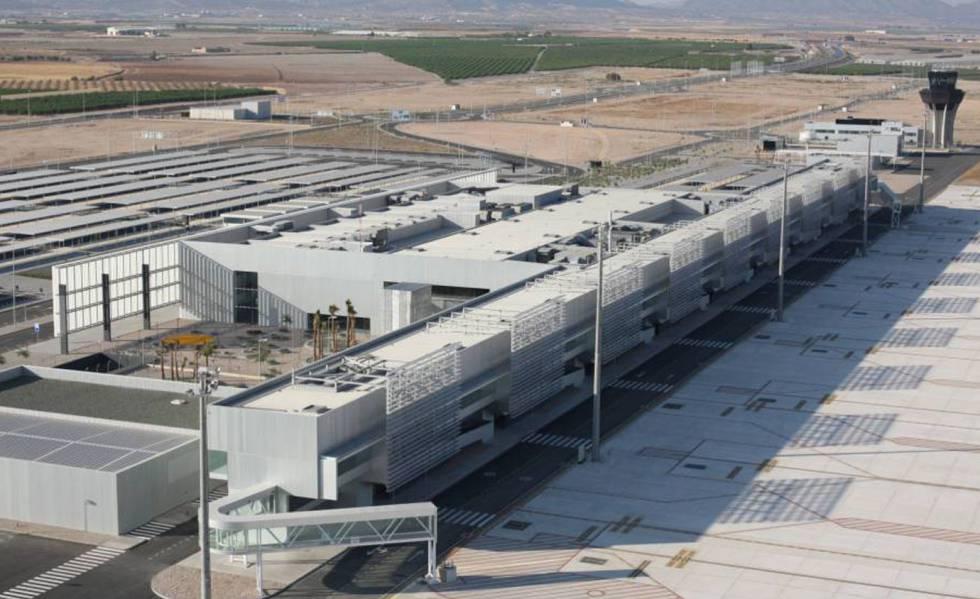 Photo of Arranca el aeropuerto 'fantasma' de Murcia tras 16 años de espera