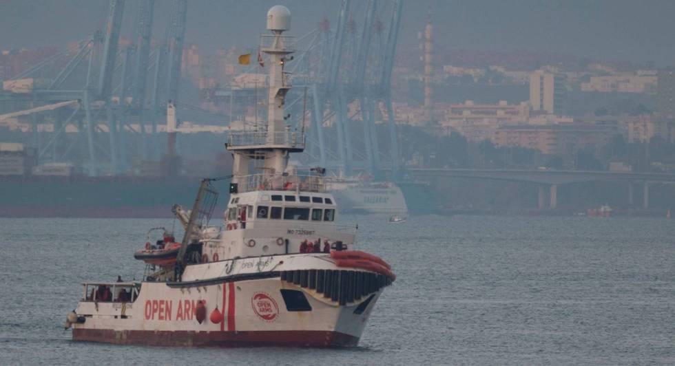 Photo of Fomento bloquea al 'Open Arms' en el puerto de Barcelona