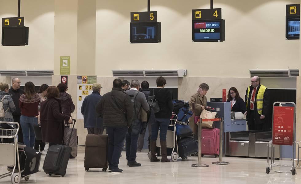 Photo of Los aeropuertos españoles logran su mejor cifra histórica: 264 millones de viajeros en 2018
