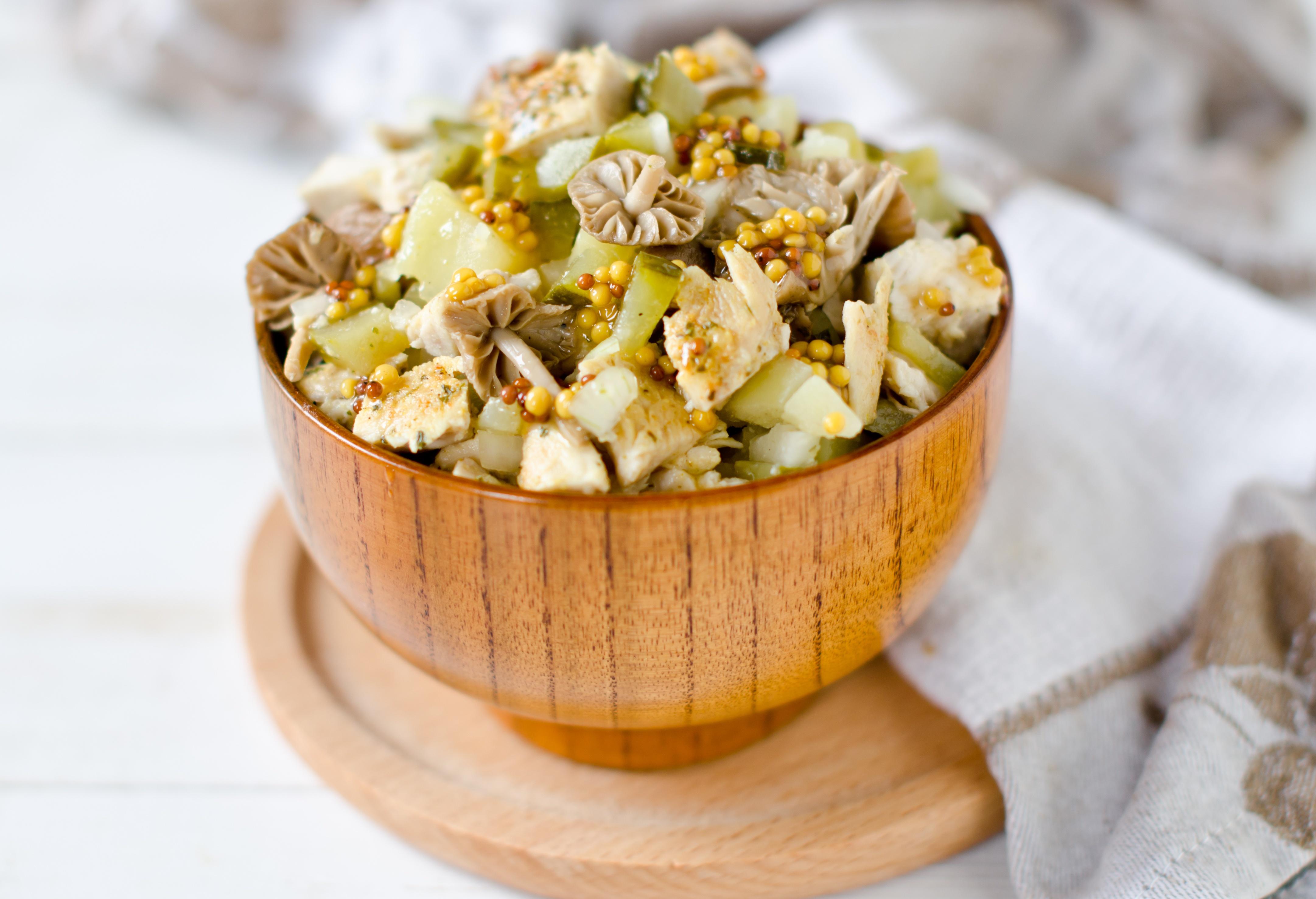 Картофельный салат с маринованными грибами и огурцами