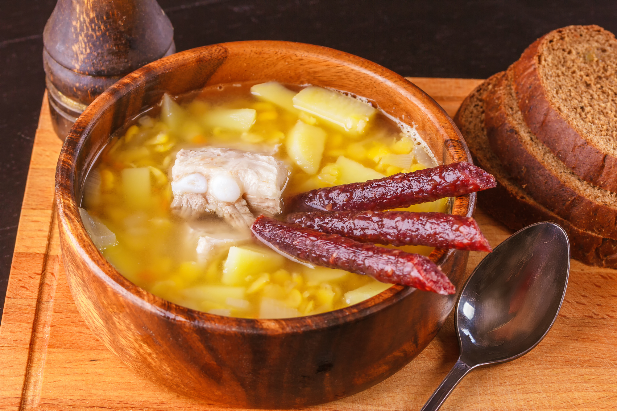 Суп гороховый со свиными ребрами и копченостями