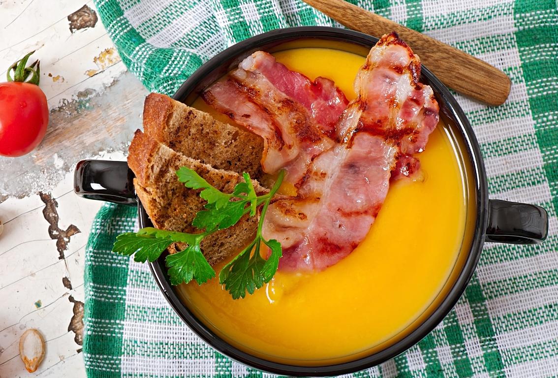 Аппетитный тыквенный крем-суп с беконом