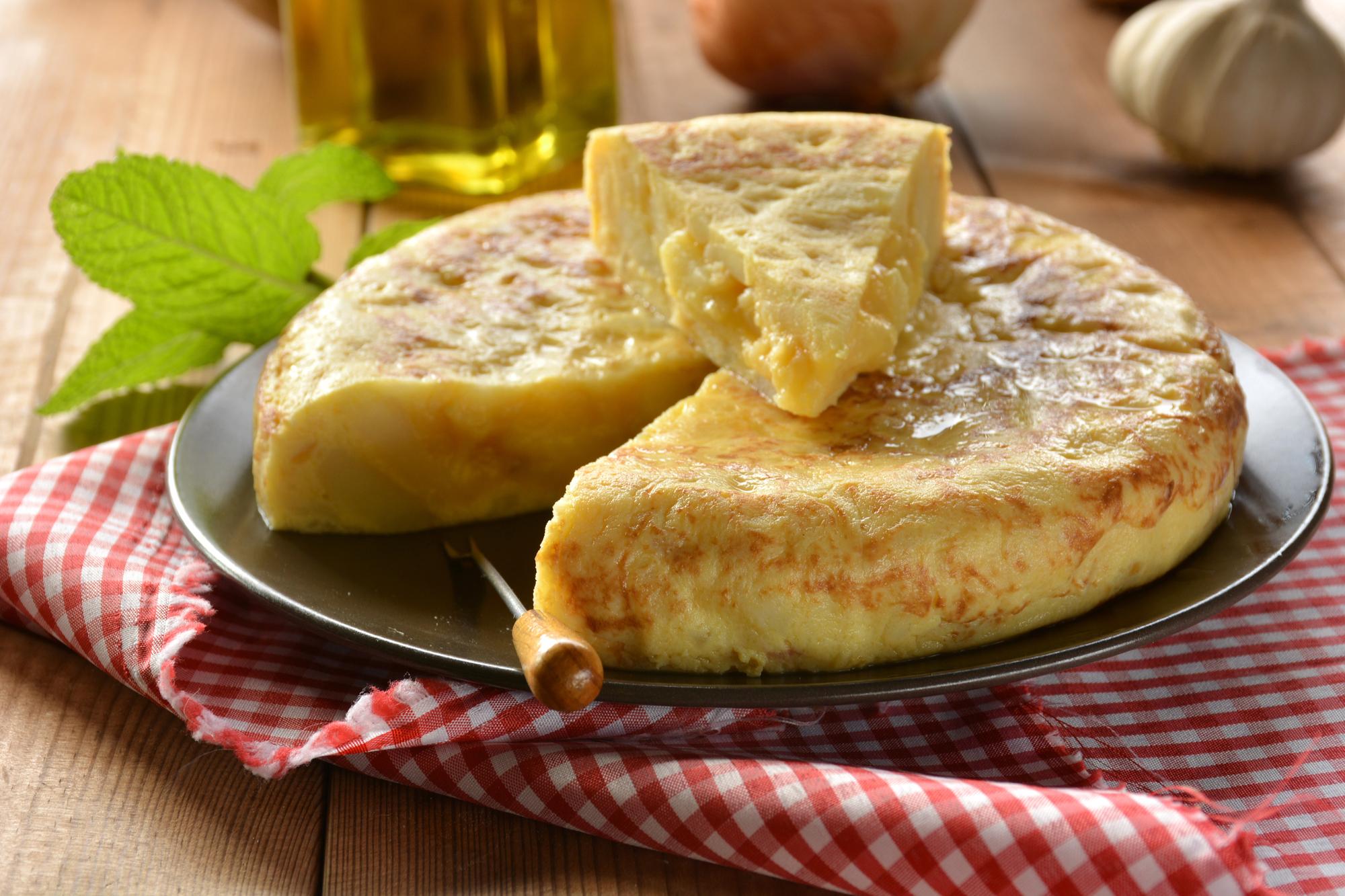 Омлет с картофелем и яйцом по-испански
