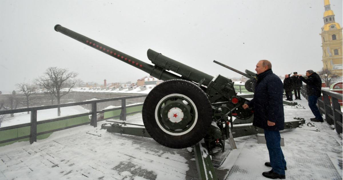 Фото С небес на землю. Почему рейтинг Путина падает и чем могут ответить власти