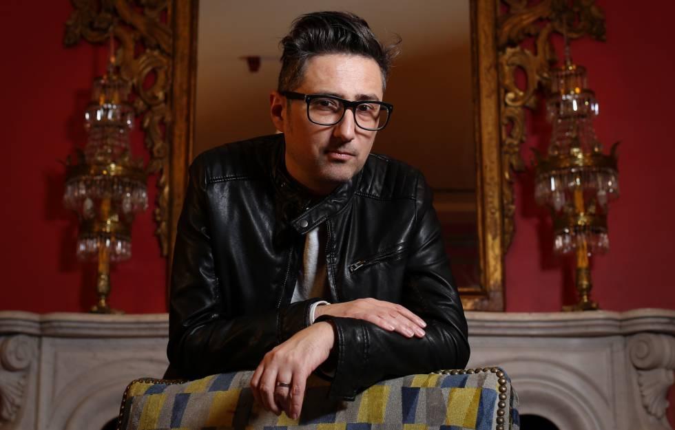 Photo of Patricio Pron gana el Premio Alfaguara con una novela sobre el amor en tiempos de Tinder