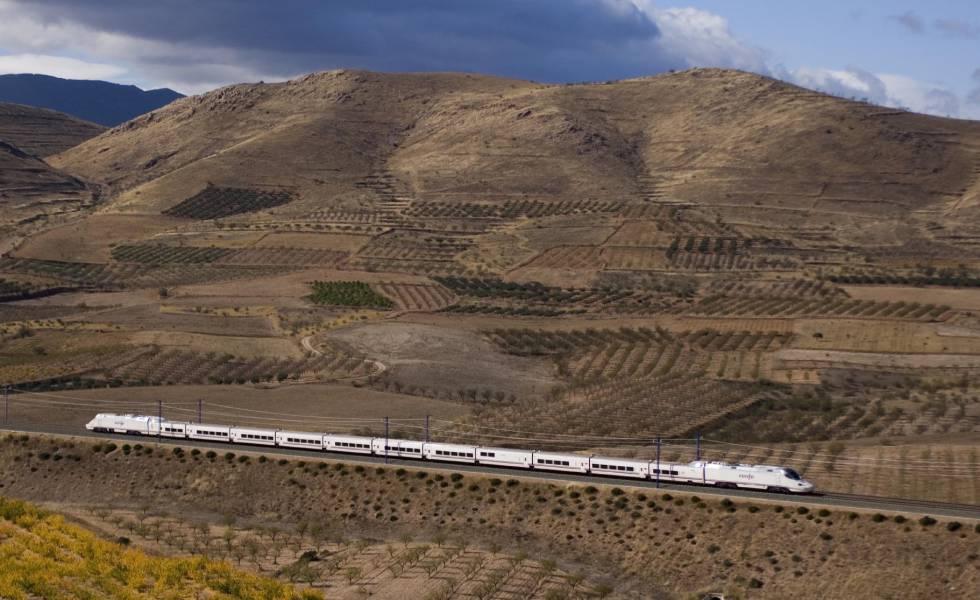 """Photo of Fomento: """"No hay un problema de seguridad en los trenes pero sí hay que plantearse determinadas medidas"""""""
