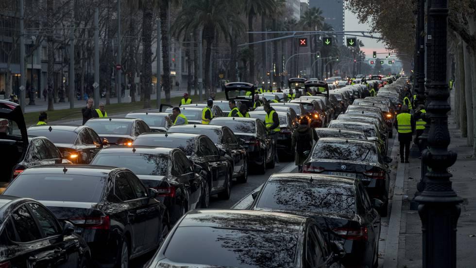 Photo of Uber y Cabify dejan de prestar servicio en Barcelona tras el decreto del Govern