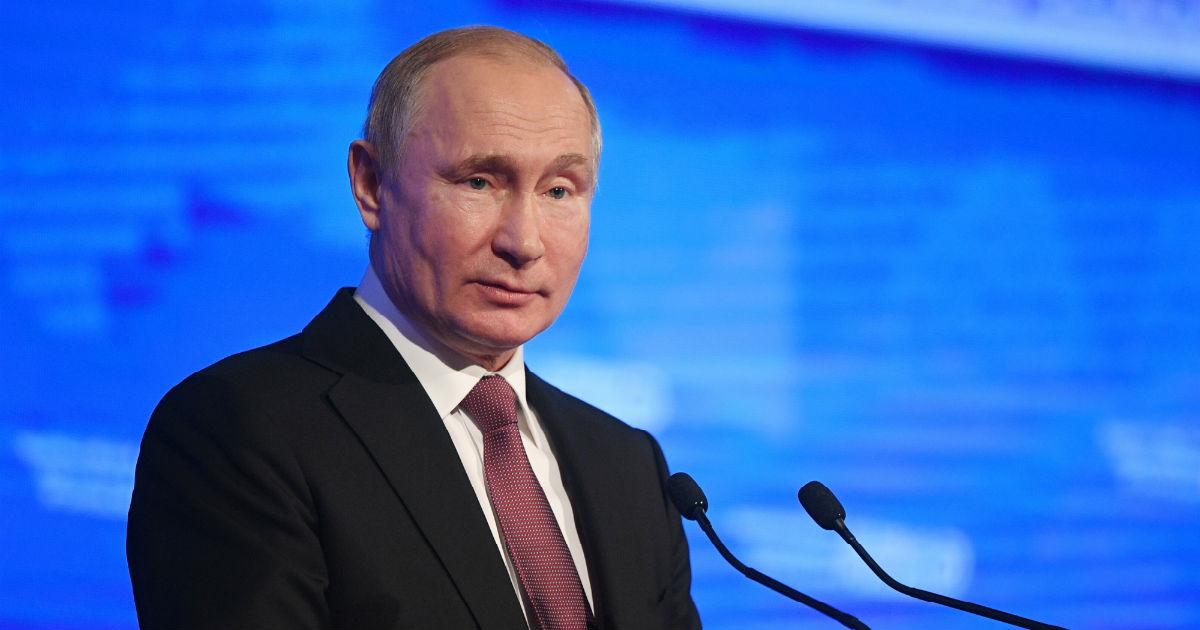 """Фото Путин против """"квазиналога"""". Президент раскритиковал карточные комиссии"""