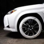 """Кроссовер Lexus UX """"обули"""" в покрышки от Nike"""