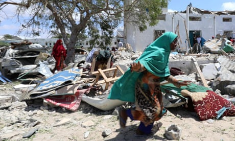 Photo of Life in the shadow of al-Shabaab: 'If I don't call, my mother thinks I'm dead'
