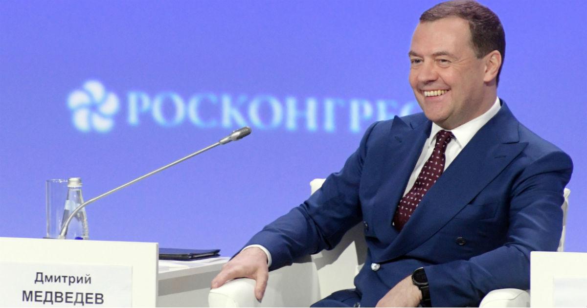 Фото Медведев: экономика растет, а граждане не замечают. Как это понимать?