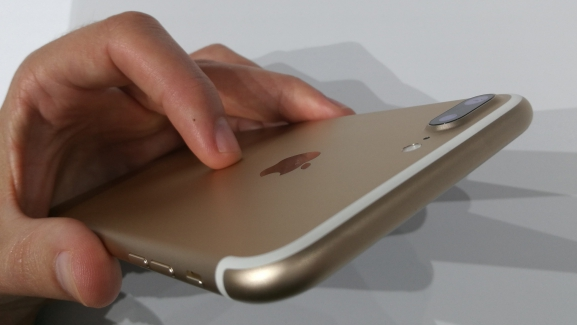 Photo of Apple is forced to use Qualcomm chips in older iPhones after German lawsuit