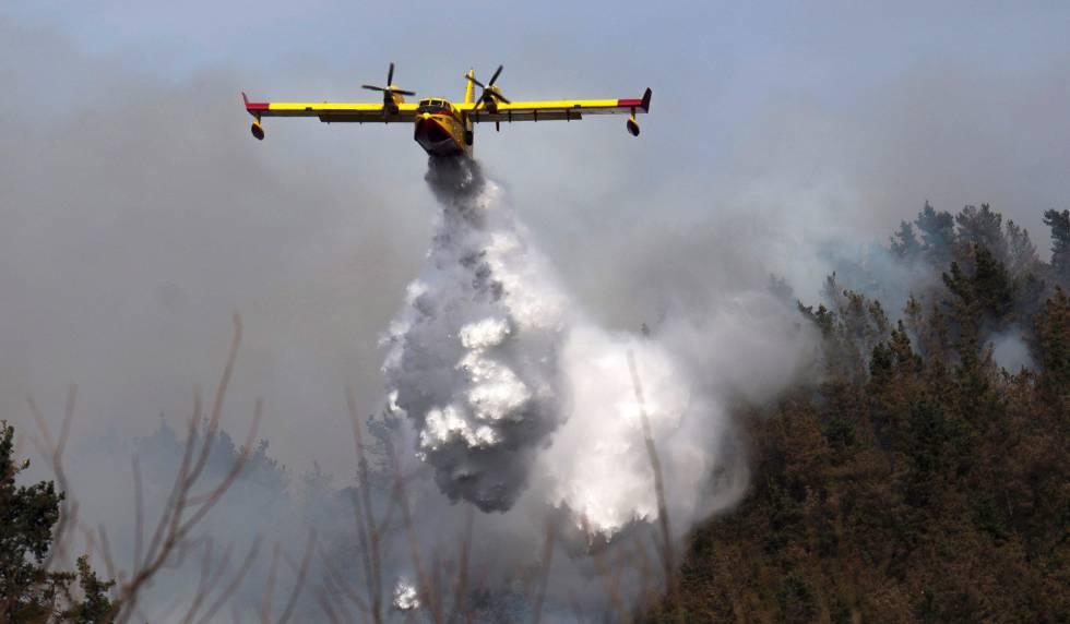 Photo of Incendios forestales en Cantabria: las labores de extinción, en imágenes
