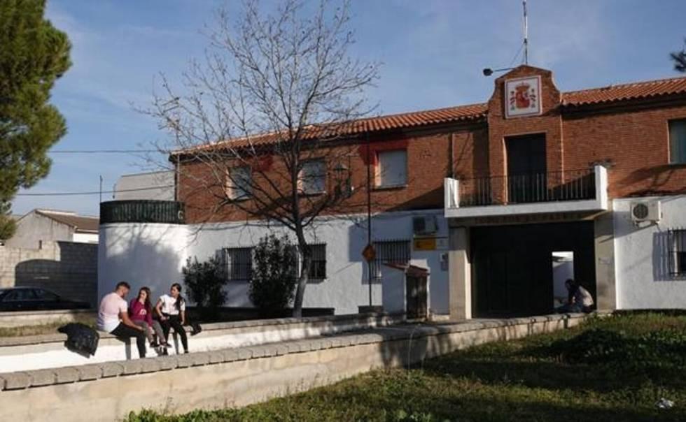 Photo of Unos ladrones roban cinco pistolas Beretta y munición en un cuartel cerrado de Granada