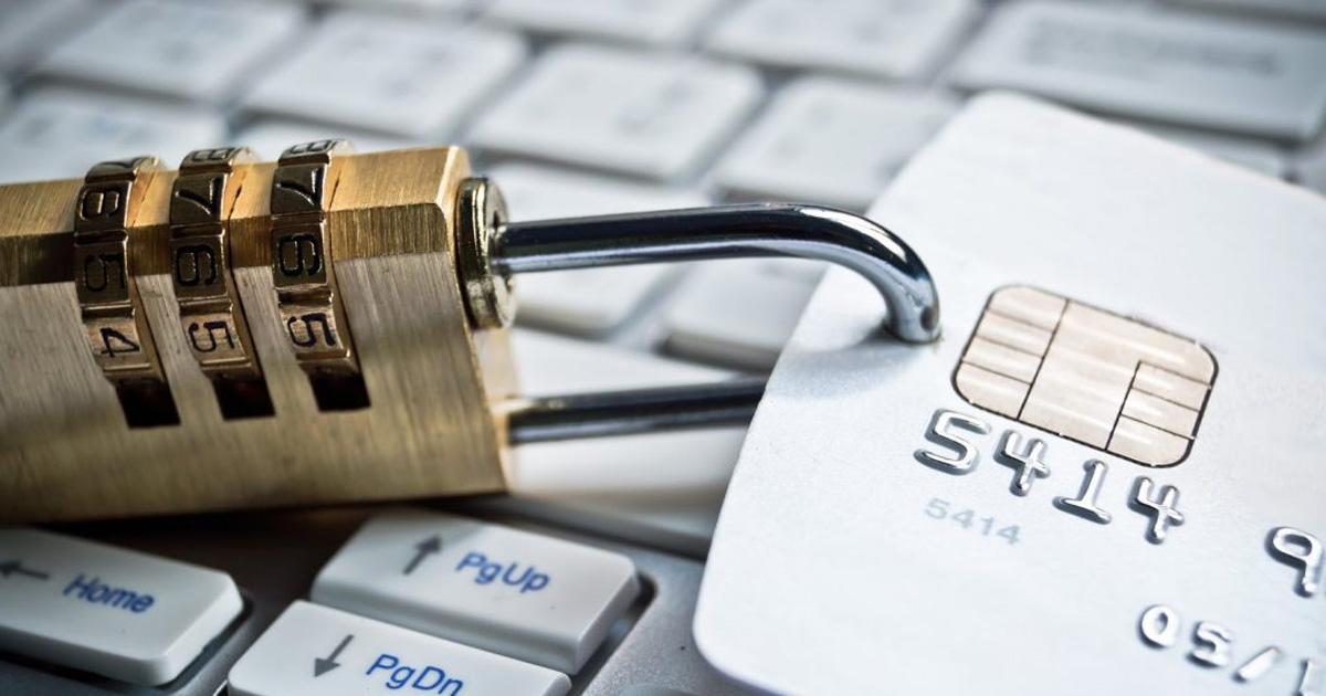 Мошенничество и нетипичные расходы: за что банк может заблокировать карту?