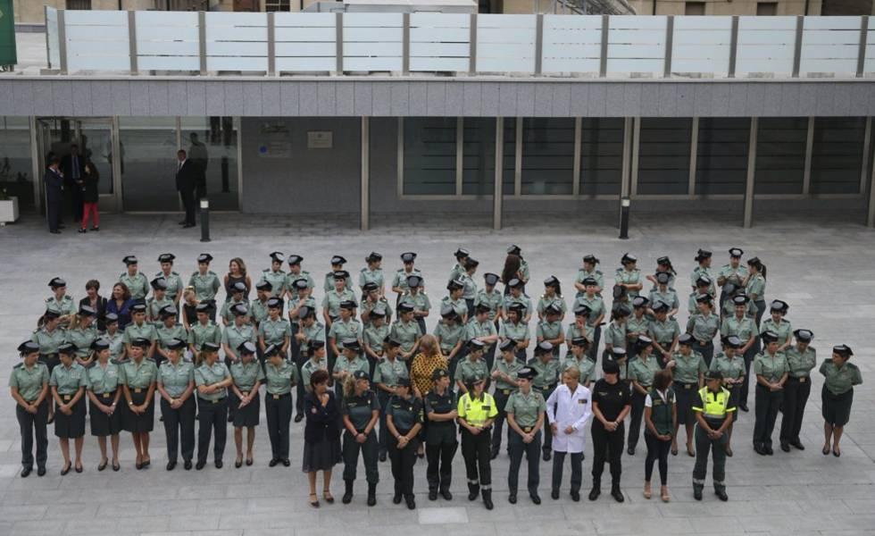 Photo of ¿Quién debe decidir el uso de falda o pantalón en la Guardia Civil?