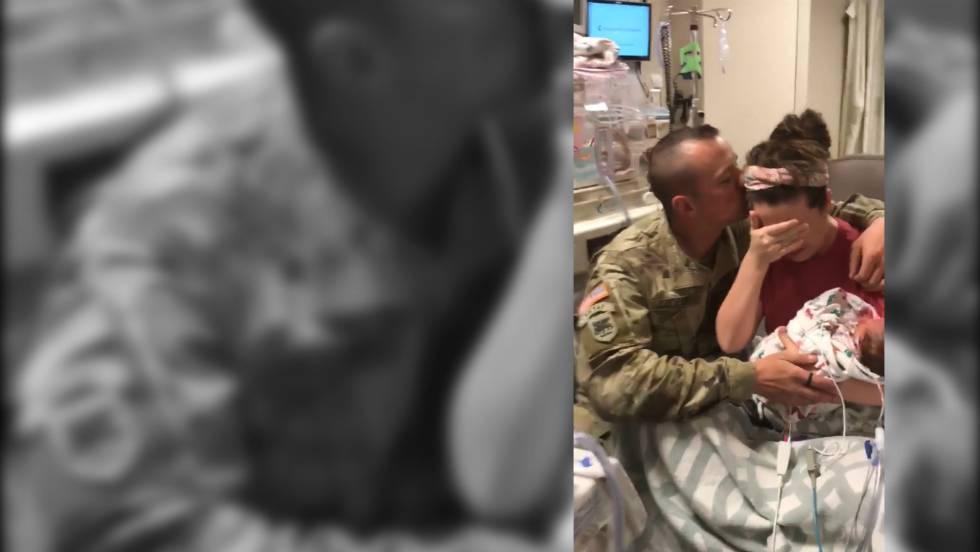 Photo of La emotiva sorpresa de un militar a su esposa