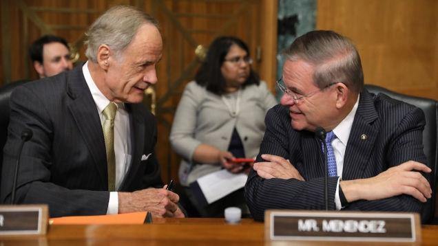 Photo of Big Pharma Gives Big Money to the Senators Who Will Question Drug Company CEOs Today