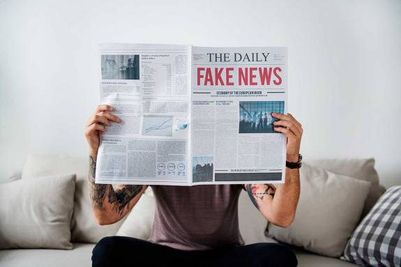 Photo of Fighting fake news: How to tell fact from fake