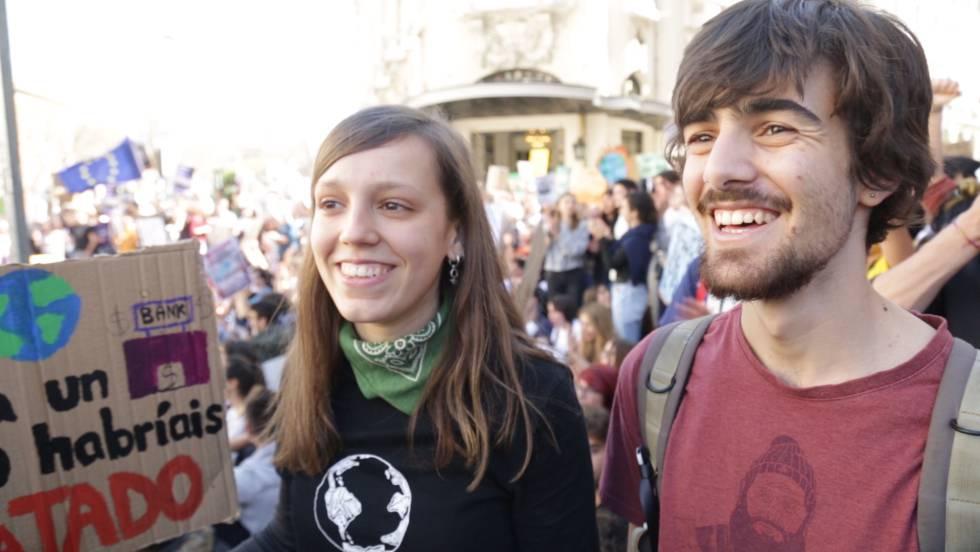 Photo of Así ha sido la marcha de los jóvenes para protestar frente al Congreso contra el cambio climático