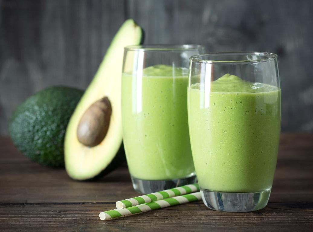 Рецепт приготовления смузи из авокадо, банана и шпината