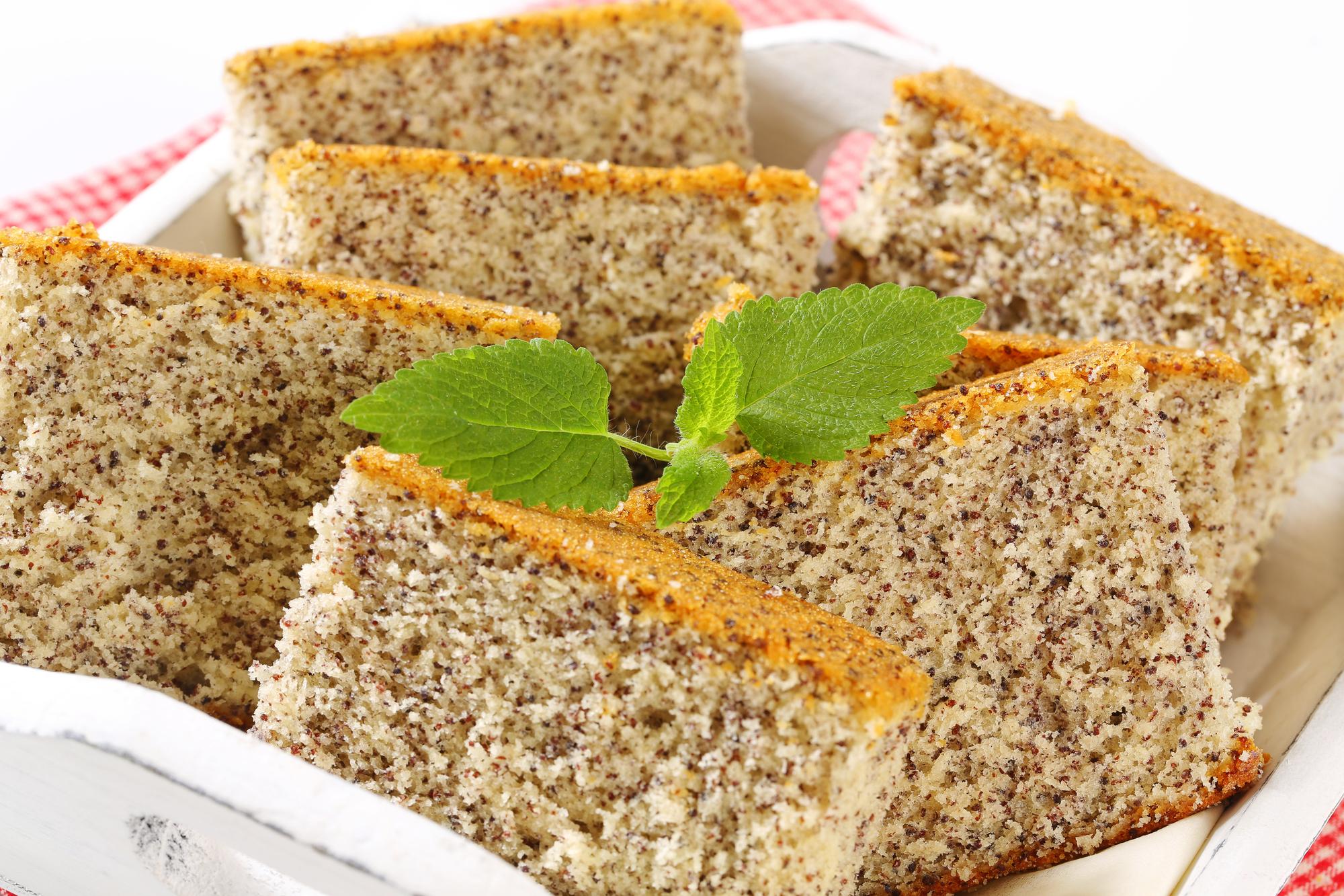 Бисквитный торт с маком