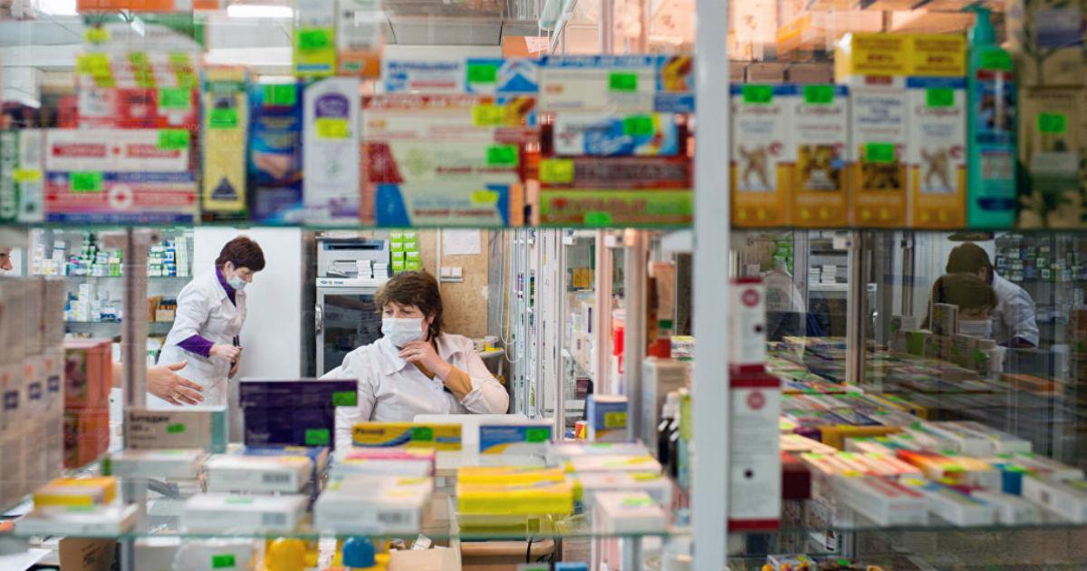 Фото Аптекам могут запретить навязывать лекарства. Почему это не спасет?