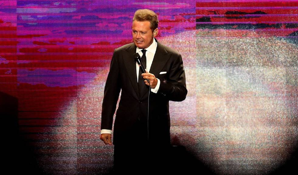 Photo of La última locura de Luis Miguel: lanzarle un micrófono a un técnico en un concierto