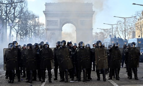 Photo of France drafts in troops to prevent further gilets jaunes violence