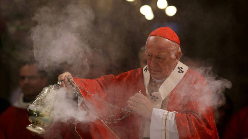Photo of El papa acepta la renuncia del arzobispo de Santiago de Chile, imputado por encubrir abusos