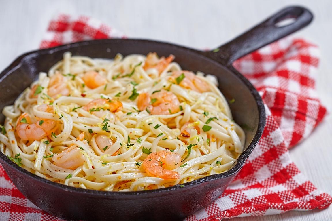 Аппетитная паста с креветками в сливочно-чесночном соусе