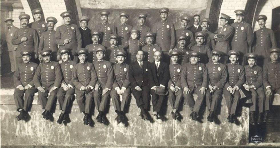 Photo of Así han cambiado los uniformes de Metro de Madrid en la historia